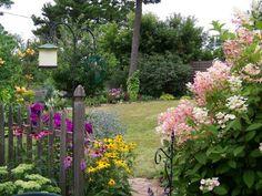 Carol Jean's garden in Wisconsin--click through for more photos of this garden