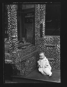 Walker Evans (1903-1975) - Doll in Painted Doorway of Cutlery Shop, New York City. ca. 1930-32. S)