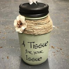 Mason Jar Tissue Holder Tissue for your edition Sage - Diy Craft Ideas Mason Jar Projects, Mason Jar Crafts, Mason Jar Diy, Green Mason Jars, Gifts With Mason Jars, Plastic Jar Crafts, Crafts With Jars, Pickle Jar Crafts, Jar Lid Crafts