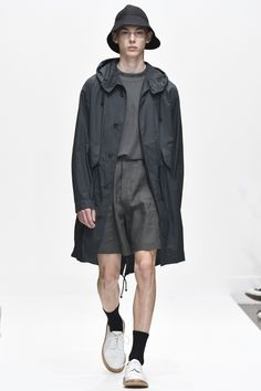 See all the Collection photos from Margaret Howell Spring/Summer 2017 Menswear now on British Vogue Fashion 2017, Fashion Brand, Fashion Show, Mens Fashion, Runway Fashion, London Fashion, Margaret Howell, Vogue Paris, Summer Wear
