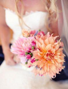 bouquet de mariée dahlias superbes-roses-miniatures
