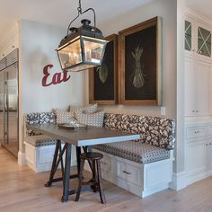 Affordable breakfast nook ideas for tiny apartment (23)