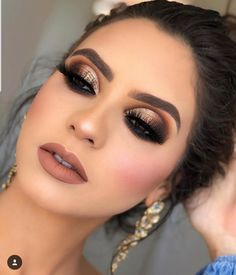 37 Beautiful Neutral Makeup Ideas for the Prom Party - Make Up Tips . - 37 beautiful neutral makeup ideas for prom party – make up tips and ideas – - Gold Smokey Eye, Smokey Eye Makeup, Eyeshadow Makeup, Eyeliner, Gold Eye Makeup, Makeup Brushes, Eyeshadows, Prom Makeup For Brown Eyes, Makeup Glowy