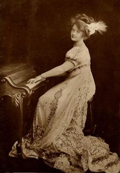 L'ancienne cour - antique-royals: Miss Billie Burke Hollywood Music, Vintage Hollywood, Hollywood Stars, Classic Hollywood, Hollywood Actresses, Glenda The Good Witch, Stage Beauty, Historical Hairstyles, Vintage Photos Women