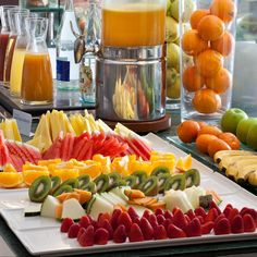 fotos buffets desayunos NH hoteles - Buscar con Google Hotel Breakfast Buffet, Hotel Buffet, Brunch Buffet, Best Breakfast, Breakfast Ideas, Buffet Set Up, Michelin Star Food, Easy Vegetables To Grow, Continental Breakfast