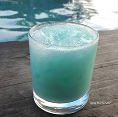 Tiny Smurf Cocktail - For more delicious recipes and drinks, visit us here: www.tipsybartender.com
