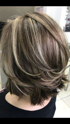 layered bob hairstyles We deeply hope these 52 Fashion Summer Inspirational Layered Hairstyles Ideas For Medium Lenth Hair 2019 be your favorite choice. Medium Lenth Hair, Medium Hair Cuts, Medium Layered Hairstyles, Short Layered Haircuts, Hairstyles For Medium Length Hair With Layers, Medium Hairstyle, Gray Hair Highlights, Full Highlights, Haircut For Thick Hair