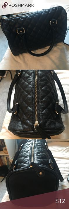 Black purse Black quit pattern purse, great condition Forever 21 Bags