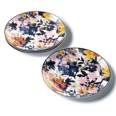 Savannah Blooms Salad Plates Set of Now here's a proper setting. An elegant table makes a casual brunch extra special. Serve up something delicious on the floral-print plates. Avon Mark, Valentines Day Holiday, Throw A Party, Cooking Gadgets, Elegant Table, Skin So Soft, Sugar And Spice, Plate Sets, Savannah Chat