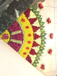 DIY flower rangoli / floor decoration using flower petals & leaves Flower Rangoli Images, Rangoli Designs Flower, Small Rangoli Design, Rangoli Patterns, Colorful Rangoli Designs, Rangoli Ideas, Rangoli Designs Diwali, Rangoli Designs Images, Beautiful Rangoli Designs