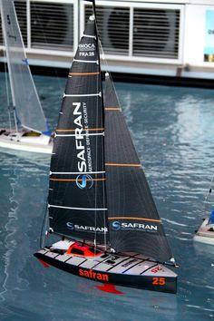 IMOCA SAFRAN en modèle réduit dans le bassin de la Cité de la Voile Eric Tabarly Model Sailboats, Model Sailing Ships, Model Boat Plans, Sail Boats, Rc Model, Pond, Kids Toys, Hobbies, Sailing Ships