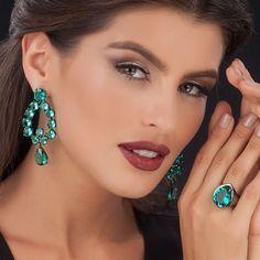 """""""A beleza não é um luxo. É uma necessidade!"""" #luxo #esmeralda #joia #semijoia #divory"""