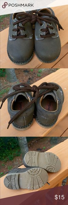 TODDLERS HIKING SHOES Minimal wear. So cute! Size 3 toddlers. Brown buckskin (appearance). Sturdy and perfect for the season! Make an offer! Gerbers Shoes Boots