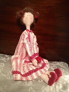 "I made the fabric ""Holly"" doll, nov 2013. https://www.facebook.com/pages/Lulus-Crafts-Tildas/524510174260837"