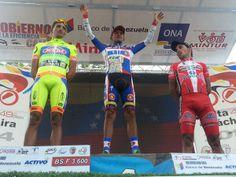 El podio de la 4ta etapa: 1-Jhonathan Camargo 2- Jhonathan Monsalve 3- José Alarcón #VueltaAlTáchira #Venezuela (foto: @rupertoteleSUR)