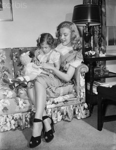 Marilyn Monroe with a little girl