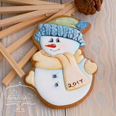 (50) Одноклассники Christmas Biscuits, Christmas Sugar Cookies, Christmas Cupcakes, Holiday Cookies, Snowman Cookies, Fun Cookies, Cupcake Cookies, Royal Icing Decorated Cookies, Dessert Illustration
