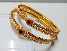 Gold Bangles Design, Gold Earrings Designs, Pearl Jewelry, Gold Jewellery, Emeralds, Jewels, Bags, Gold Jewelry, Bijoux