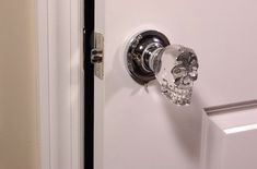 Skull door knobs: creepy or the best thing ever? | Offbeat Home