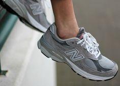 Der New Balance 990 ist ein Allrounder in Sachen Sneaker: Ob zum Joggen oder für den Alltag, unsere Bloggerin Sonja zeigt dir, wie man sie kombiniert.