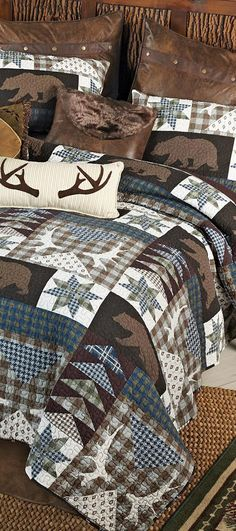 Bear Creek Lodge Bedding Decorate your lodge bedroom with this Barrington cotton quilt. This machine-washable patchwork quilt features a radiating pattern with scalloped edging and a beautifully detailed triple border. Rustic Quilts, Rustic Bedding, Rustic Bedrooms, Country Bedding, Rustic Pillows, Lodge Bedroom, Patchwork Quilt Patterns, Patchwork Ideas, Quilting Patterns