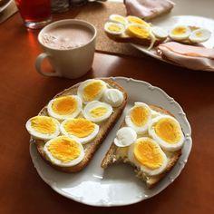 Neděle doma♥️. Společná snídaně od taťky, kakajdo a žádný spěch☺. Dnešek bude hodně odpočinkovej😴.