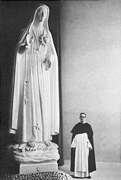 Father Thomas McGlynn, O.P. with his statue of Our Lady of the Rosary of Fatima