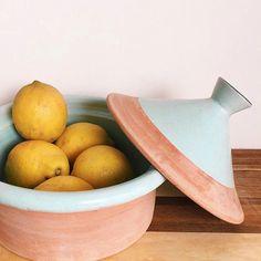 Happy Tuesday! 🍋🍋🍋 Here you have our new Tajine!! Handmade by moroccan artisanal 🤲 For more info contact us 📩 ————————————— Feliz Martes! 🍋🍋🍋 Aqui teneis nuestro tajine de barro!! Hecho a mano por artesanos marroquies 🤲 Para mas info, no dudeis en contactarnos 📩 . . . #newcollection #ceramic #table #tabledecor #turquoise #lemon #barro #cooking #cook #kitchen #decor #home #soon #homedecor #instadaily