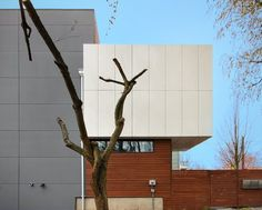 The exterior is broken into three volumes, the stair spine, the living volume and the bathroom/closet box. Cladding includes white aluminum composite panels, cement panels and cedar rainscreen. Composite Cladding, Wood Cladding, Wood Siding, Cladding Design, Cladding Systems, Modern Exterior, Exterior Design, External Cladding, Art Deco Home