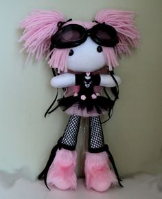 Isn't she, pretty in pink (that is a reference for us oldies on here ) Kaibun Plush Dolls, Doll Toys, Pretty Art, Cute Art, Happy Tree Friends Flippy, Clay Art Projects, Kawaii Plush, Gothic Dolls, Cute Keychain