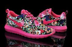 Nike Woman's Roshe Run Print London Olympics. I kinda love these.
