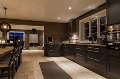 FINN Eiendom - Fritidsbolig til salgs Cottage Renovation, Cabin Kitchens, Cabin Plans, Kitchen Cabinetry, Log Homes, Country Kitchen, Home Remodeling, Kitchen Remodel, Kitchen Decor