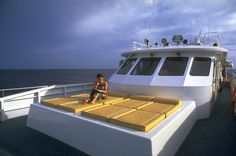 http://freedom-divers.com Sundeck at the bow of the boat