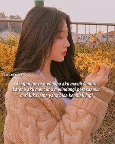 41 Ideas Song Quotes For Selfies Pop For 2019 Quotes Sahabat, New Life Quotes, Quotable Quotes, Qoutes, Korea Quotes, Quotes Drama Korea, Fake Friend Quotes, Fake Friends, Summer Quotes Instagram