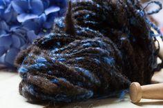 "Textured yarn. Hand spun art yarn. Upcycled yarn. ""Blue hortensia"" Jacobs sheep wool. weaving yarn. Knitting yarn. Small batch. Unique. OOaK by DreamsSanctuary on Etsy"