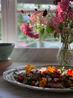 En rosa vidjehortensia man lätt blir kär i..   Zetas Table Decorations, Home Decor, Decorations, Decoration Home, Room Decor, Interior Design, Home Interiors, Interior Decorating