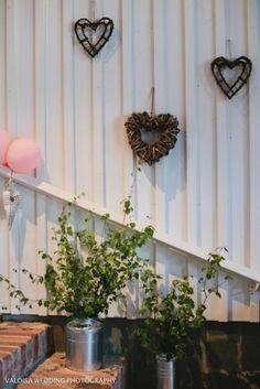 Puolimatkassa: Meidän häät: koristelu Wedding Flower Decorations, Wedding Flowers, Flowers Decoration, Happily Ever After, Our Wedding, Wedding Ideas, Wedding Photography, Wreaths, Antiques