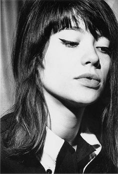 Françoise Hardy on a Honda, French singer who perfectly embodied the sultry, melancholy and reserved femme fatale. Françoise Hardy, Catherine Deneuve, Alexa Chung Makeup, Look Fashion, Fashion Beauty, Emmanuelle Béart, Isabelle Adjani, Charlotte Rampling, Jane Birkin