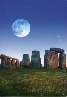 Stone Henge in England Places To Travel, Places To Visit, Light Year, Stone Age, Travel Light, Medieval, Sunrise, Scenery, Nature