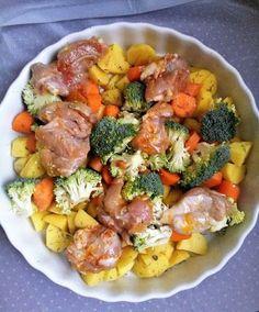 Dětem zdravě: Pečené kuřecí maso s bramborem, brokolicí a mrkví (od 10 měsíců) Liver Diet, Potato Salad, Ale, Sausage, Food And Drink, Soup, Yummy Food, Lunch, Meat