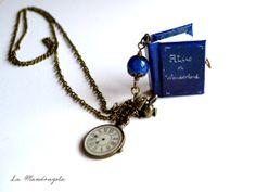 Alice in Wonderland #Book #Necklace purple miniature di Mandragola, €17.00