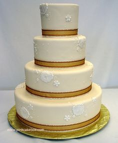 Our Favorite Lace Inspired Cakes | http://www.pinkcakebox.com/favorite-lace-inspired-cakes/