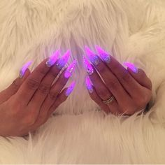 Glow in the dark nails Purple Acrylic Nails, Summer Acrylic Nails, Pink Nails, 3d Nails, Drip Nails, Glow Nails, Gorgeous Nails, Pretty Nails, Nagellack Design