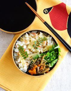 日本人のごはん/お弁当 Japanese meals/Bento. Cooked bamboo shoots rice bento/筍ごはん弁当