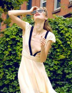 Revista Segui la moda - Septiembre  Cidenzi Mori silk dress styled by Raymond Gee, shot by Dalton Louis