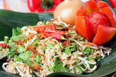 Karedok - Indonesian raw vegetable with peanut sauce