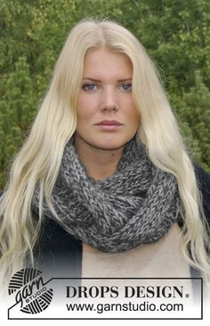 """DROPS Extra 0-965 - Knitted DROPS neck warmer in """"DROPS ♥ YOU #4"""" or """"Nepal""""."""