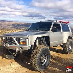 Custom Jeep XJ with wide body fender flares. Jeep Cherokee - https://www.pinterest.com/dapoirier/4x4-and-trucks/