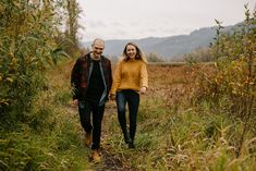 Portland engagement photos in the Columbia River gorge in the meadow beneath Crown Point - taken in the fall by Katy Weaver Photography