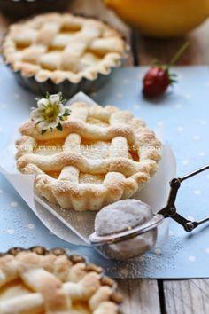 La ricetta della felicità: Crostatine al limone con frolla di riso e mandorle... e di calzini spaiati e cambio stagione!
